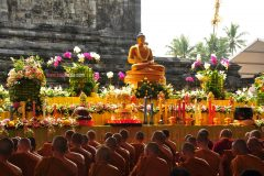 vesak-moment-2012-in-mendut-temple-yard-magelang